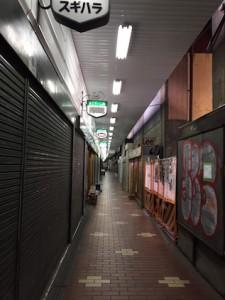 神戸で「高架下」といえばここのこと。三宮駅近くの高架下とはテイストが違う。