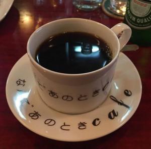 記念すべき一杯目のコーヒー。カフェラテを注文したが出てきたのはこれだった。